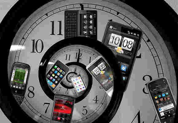 逆时针:诺基亚N9,iPhone 4,Nexus 7,WP8