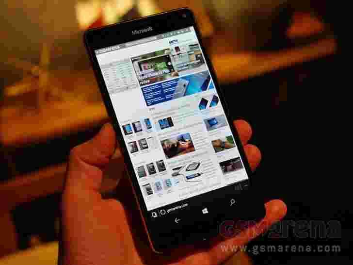微软称,Lumia 950 XL由于强劲需求,驳斥了硬件问题报告,在某些英国零售商处缺货