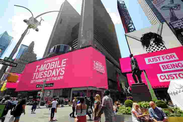 T-Mobile的联合国运营商11为客户提供免费的东西,飞行中的Wi-Fi和公司股票